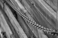 Ketting langs de houtomheining Royalty-vrije Stock Foto