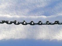 Ketting onder sneeuw Stock Foto