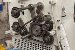 Kettingen en tanden op de oude machine royalty-vrije stock fotografie