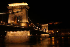 Kettingsbrug bij Nacht Royalty-vrije Stock Foto