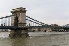 Kettingsbrug op de rivier van Donau in Boedapest Royalty-vrije Stock Afbeeldingen