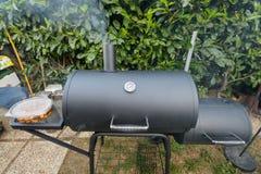 Kettke de fumeur de barbecue Photographie stock libre de droits