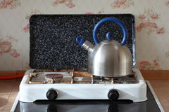 Kettle and gas cooker on kitchen Royalty Free Stock Photography