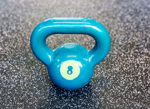 Kettlebell στη γυμναστική Στοκ εικόνες με δικαίωμα ελεύθερης χρήσης
