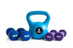Kettlebell и гантели для тренировки фитнеса Стоковое фото RF