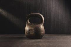 Kettlebell Allenamento per il migliori corpo e salute Immagini Stock