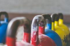 Kettlebell Belces en colores fotos de archivo libres de regalías