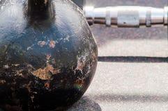 Kettlebell, ferro della testa di legno Fotografie Stock