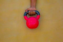 Kettlebell rouge Photographie stock libre de droits