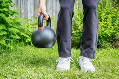 Kettlebell workout in backyard Royalty Free Stock Photos