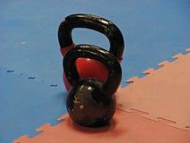 Kettlebells σε μια γυμναστική, στούντιο ικανότητας, μακροεντολή στοκ εικόνες