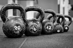 Kettlebells no assoalho do gym Fotografia de Stock