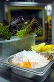 Keuken bij restaurant stock afbeelding