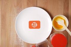 Keuken die Chinese Feestelijke Goederen voorbereidingen treffen te maken Stock Afbeeldingen