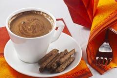 Keuken die met koffie plaatst stock foto's