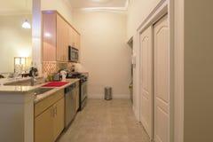Keuken in een modern huis Stock Afbeelding