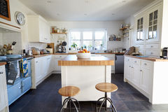Keuken in Eigentijds Familiehuis Royalty-vrije Stock Afbeeldingen