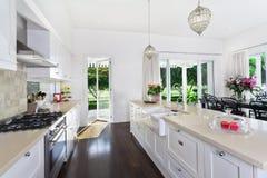 Keuken en het Dineren gebied Royalty-vrije Stock Afbeeldingen