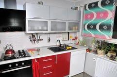 Keuken in flat. Stock Fotografie