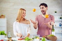 Keuken het jongleren met Stock Foto