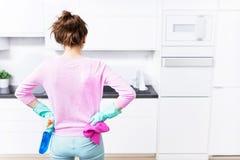 Keuken het schoonmaken stock fotografie