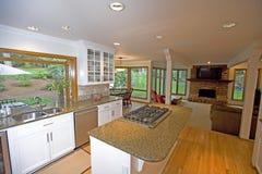 Keuken in luxehuis stock foto's