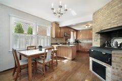 Keuken met bakstenen muur Royalty-vrije Stock Afbeelding