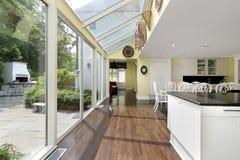 Keuken met terrasmening Stock Foto's