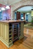 Keuken met wijnijskast Royalty-vrije Stock Fotografie
