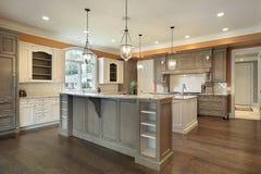Keuken in nieuwe bouwhuis Stock Foto's