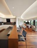 Keuken van een luxeflat royalty-vrije stock afbeeldingen