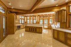 Keuken van hout in ecohuis dat wordt gemaakt Royalty-vrije Stock Foto