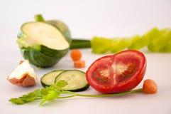 Keuken - verse kleurrijke organische groenten royalty-vrije stock foto's
