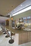 Keuken Worktop en Barstools thuis Stock Afbeelding