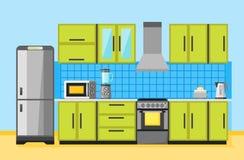 Keukenbinnenland met meubilair en toestellen Stock Fotografie