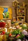 Keukenbinnenland van voedsel wordt gemaakt dat Stock Foto