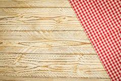 Keukendoek op houten lijst Stock Foto