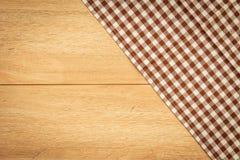 Keukendoek op houten lijst Royalty-vrije Stock Afbeelding
