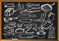 Keukengereedschap op zwart bord wordt geplaatst dat vector illustratie
