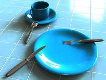 Keukengerei op blauwe keramische tegelvloer Stock Fotografie