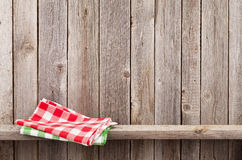 Keukenhanddoeken op plank Stock Foto