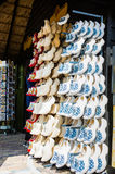 KEUKENHOF, ΟΙ ΚΑΤΩ ΧΏΡΕΣ - 10 ΜΑΐΟΥ 2014: Τα παραδοσιακά ολλανδικά επιζητούν Στοκ Φωτογραφίες