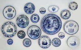 Keukenhof Ολλανδία στις 9 Μαΐου 2016 Διακοσμητικά πιάτα από την Ολλανδία Ολλανδικό αναμνηστικό στον τοίχο Στοκ Εικόνες