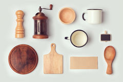 Keukenspot op malplaatje met retro uitstekende voorwerpen Mening van hierboven Royalty-vrije Stock Foto's