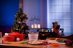 Keukenteller als voorbereiding op Kerstmis stock fotografie