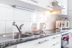 Keukenteller en toestellen Stock Foto
