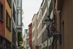 KEULEN, DUITSLAND - SEPTEMBER 11, 2016: Kleurrijke huizen in Beierse stijl in de oude stad van Keulen, Noordrijn-Westfalen Royalty-vrije Stock Foto's