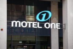 Keulen, Noordrijn-Westfalen/Duitsland - 17 10 18: motel één hotelteken in Keulen Duitsland royalty-vrije stock fotografie