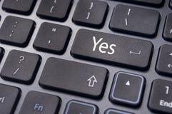 Keur concepten goed, ja op toetsenbord ga sleutel in Royalty-vrije Stock Foto's