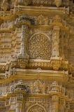 Kevada Masjid清真寺,联合国科教文组织外壁一根被雕刻的柱子的细节保护了Champaner - Pavagadh考古学公园, Guj 免版税库存照片